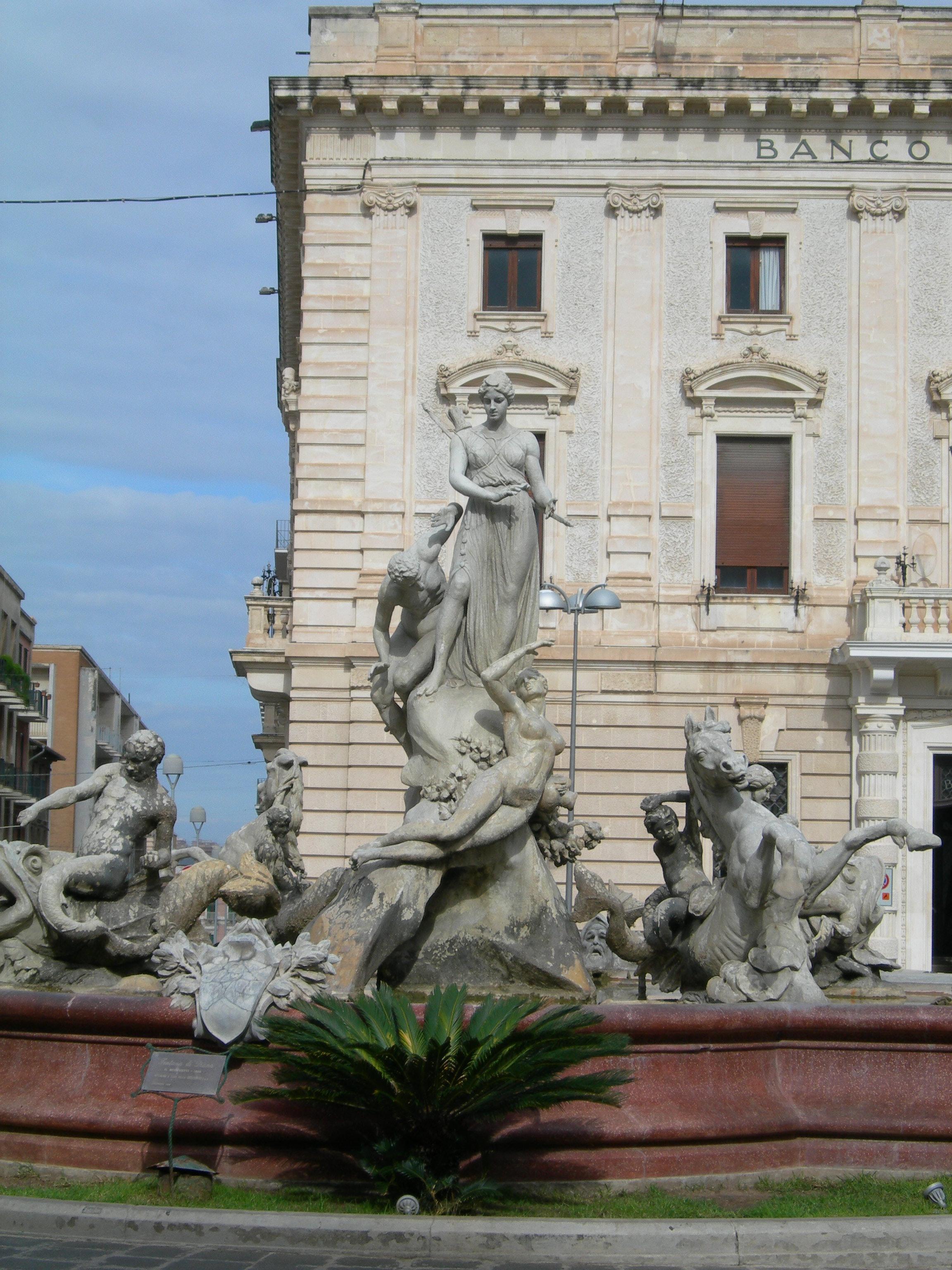 piazza-archimede-artemide